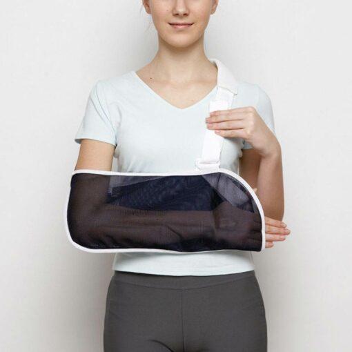 Armslynge fra bandageshoppen.dk - Der er plads til at holde tommelfingeren