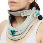 Halskrave 045CL fra Teyder som stabiliserer nakken